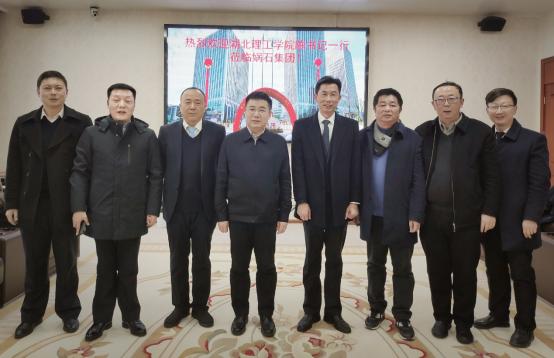 党委书记砽u唐統ixing赴鎐i痶uanqia谈xiao企合作和社会捐赠事yi